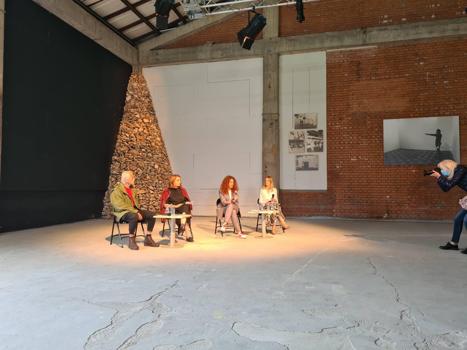 Retrospektivna izložba Mikrokozmi Ilije Šoškića u produkciji Sekretarijata za kulturu i sport od 15. maja do 15. juna u Kolektoru