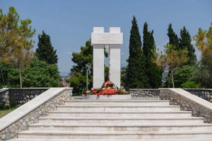 Polaganje vijenca na spomenik žrtvama ratova 1991-2001 na prostoru bivše Jugoslavije, na Pobrežju
