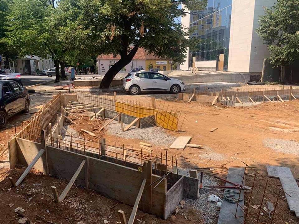 """Agencija za stanovanje izvodi radove na uređenju dvorišta OŠ """"Savo Pejanović"""" u okviru projekta Mikro020"""
