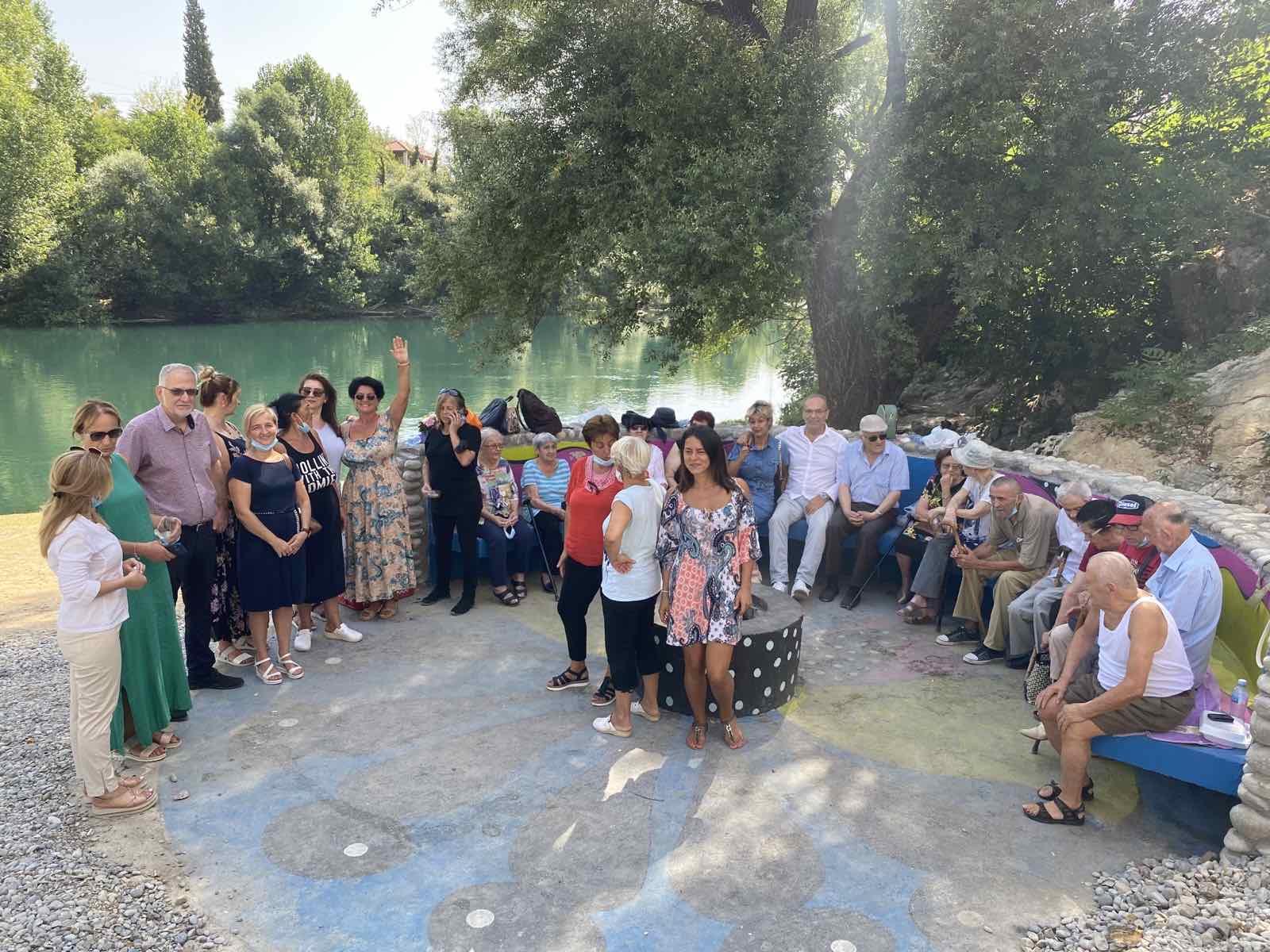 Za najstarije sugrađane organizovan izlet u Rogamima