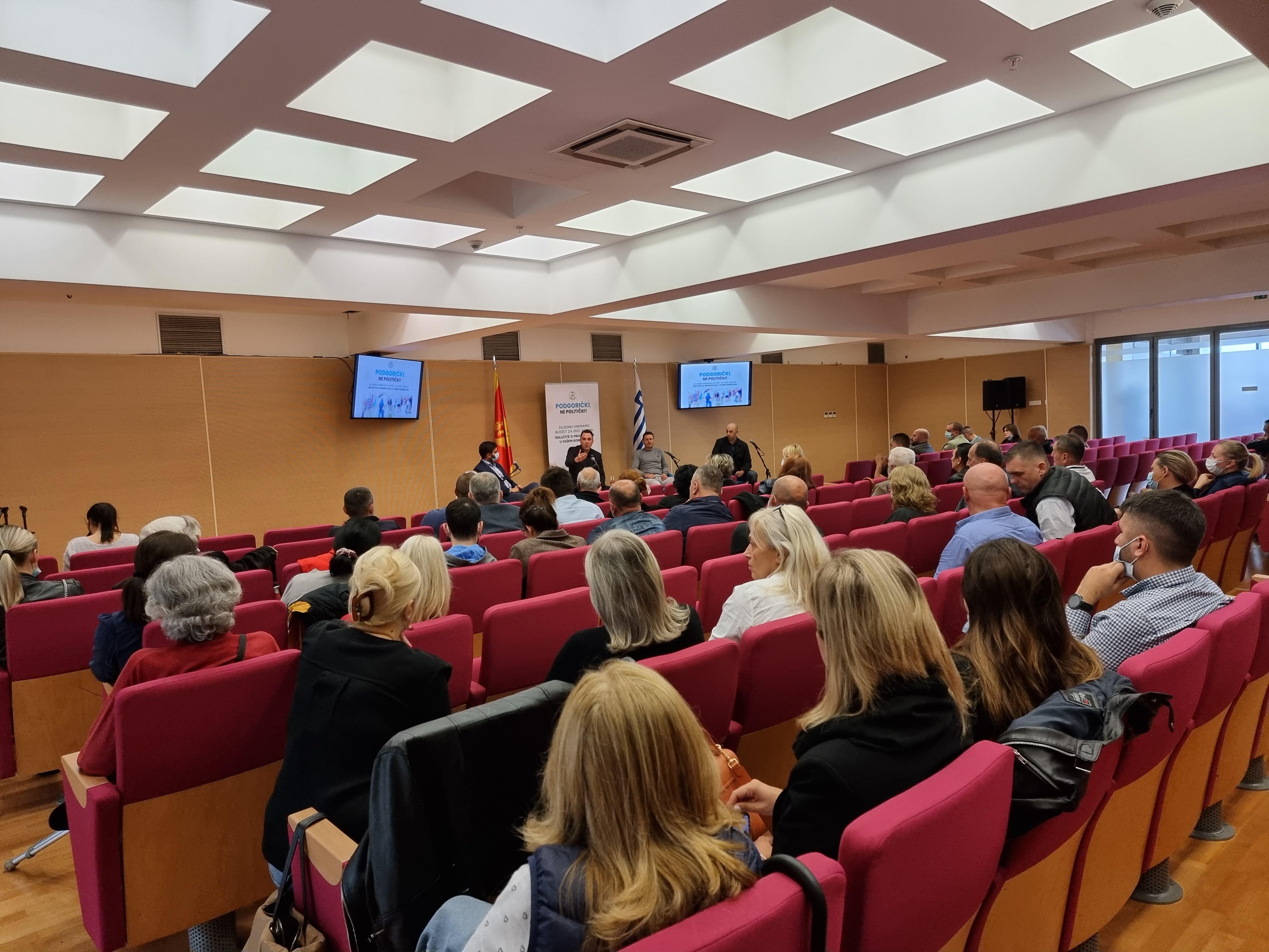Vuković sa stanovnicima centra grada; Podsjetio na ulaganja vrijedna 13 miliona eura i najavio nove projekte