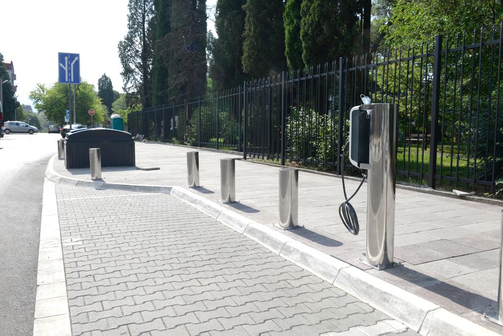 Ulica Vuka Karadžića dobila punionicu za električne automobile