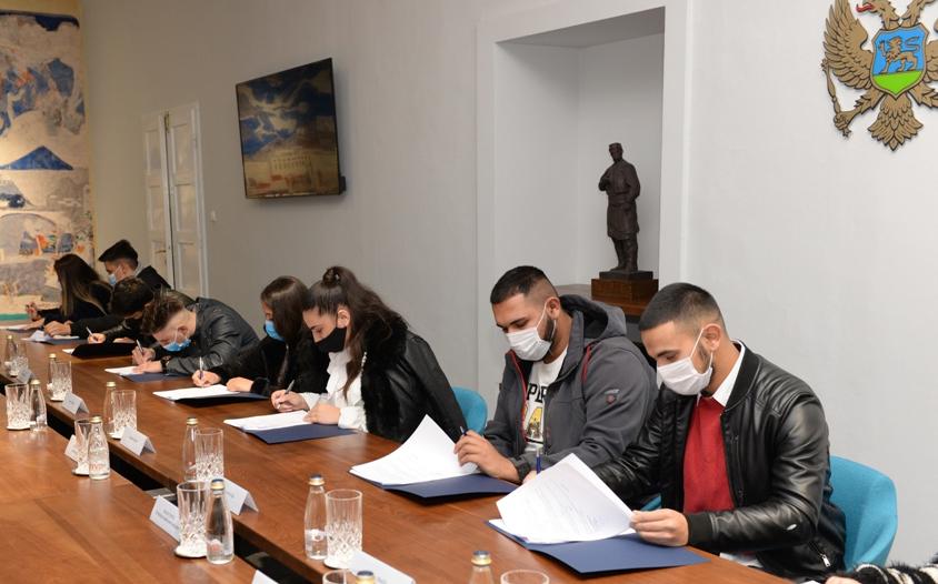 U okviru projekta REopen Doors mladi Romi i Egipćani počeli da stažiraju u Glavnom gradu
