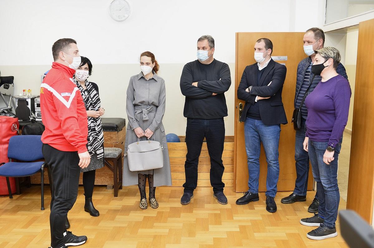 Sekretarijat za kulturu i sport uručio donacije Resursnom centru za djecu i mlade Podgorica i Zavodu Komanski most